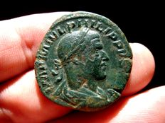 Roman Empire - Philip I (244-249 A.D.), bronze sestertius (17,50 g 30 mm.) minted in Rome, LIBERALITAS. AVGG. II. S.C.