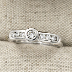18 kt (750/1000) white gold – Brilliant-cut diamonds of 0.50 ct – Ring size: 14 (Spain)