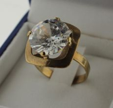 8 kt Gold ring inlaid with zirconia - Ring size: 16.25