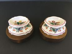 Doccia, period Lorenzo Ginori. Pair of polychrome porcelain small salt shakers with floral decoration