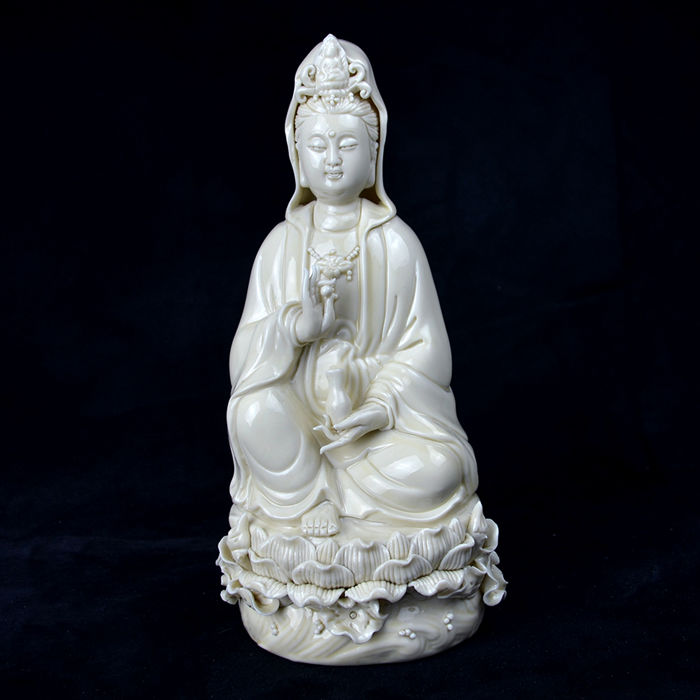 Dehua kilns, Large Blanc de Chine Guan Yin statue in porcelain, marked - China - mid. 20th century