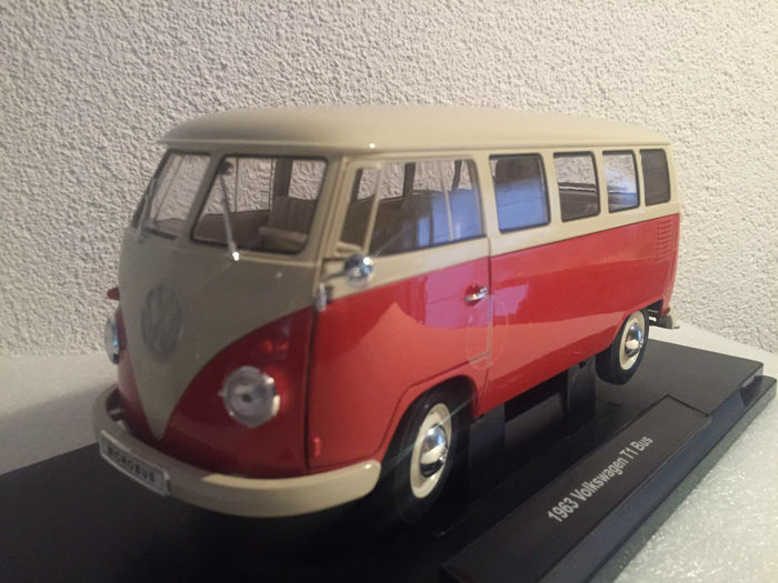Welly - Scale 1/18 - Volkswagen T1 Bus - Red