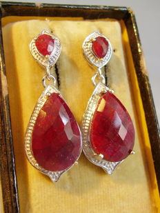 Two-part large earrings with natural rubies totalling 17.2 ct.