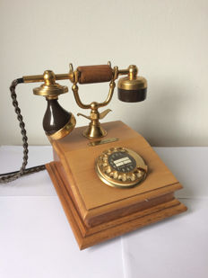 Post DFeAp 301 Lyon telephone in brass and wood