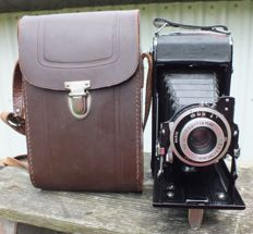 Old camera ZEISS IKON Nettar 515/2 from 1950