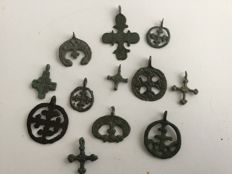 Very nice selection of 12 medieval religious pendants-20-40 mm. (12)
