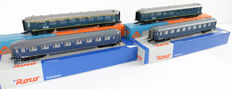 Roco H0 - 45317/44296/4218A/4218C - Four Plan D passenger wagons of the NS
