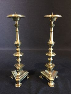 Set of 2 bronze altar candlesticks in Flemish Style