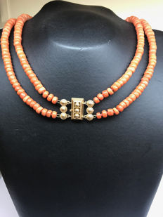 Mediterranean two-strand necklace of precious coral with 14 kt yellow gold antique clasp