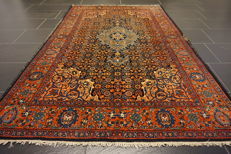 Antique Persian carpet Bidjar 130 x 205 cm made in Iran natural dyes