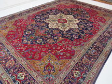 Beautiful Persian carpet, Tabriz/Iran 395 cm x 300 cm, semi-antique, around 1970, good condition, signed ***no reserve price***