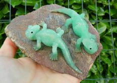 Intense Green Chrysoprase Lizards - Top Quality - 133 x 93 x 65 mm - 730 g