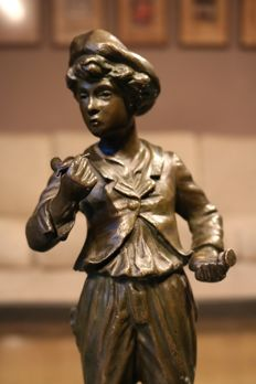 Beautiful bronze sculpture of a young man - signed Mestais - presumably France - circa 1890