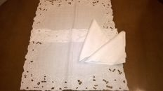 Two placemats in white linen with napkin worked in intaglio - mid 20th century - Italy