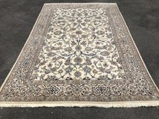 Oriental carpet, Persian Nain - 100% hand-knotted - investment
