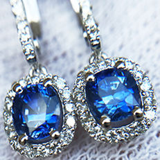 2.29ct Sapphire and Diamond Earrings made of 18 kt white gold - Length of Earrings: 25mm