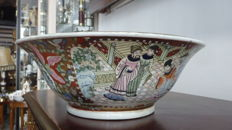Large famille rose bowl, hand-painted – China –second half of the 20th century