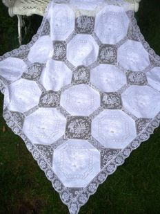 Exquisite, high quality tablecloth set with 6 napkins, intricately handmade at the end of the 19th cent.