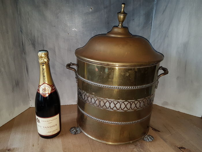 Antique copper wine / champagne cooler on lion legs