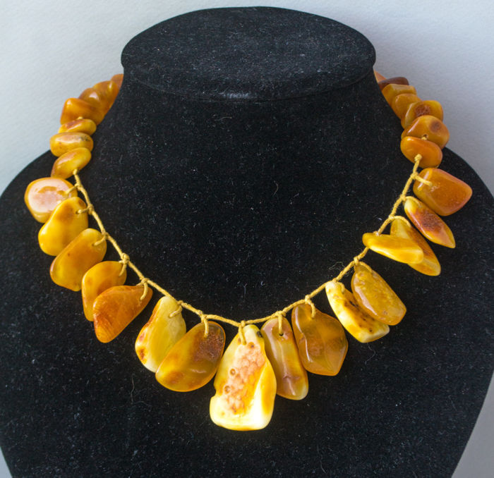 Art Deco, Baltic Amber necklace, in lemon, honey colour, 50 gram