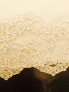 Large pillowcase with lace kit holder