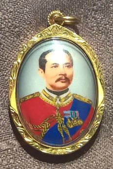 Royal token of appreciation, King Chulalongkorn of Siam, 18K gold rim and suspension, portrait, over a 100 years old, large