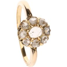 18 kt Yellow gold ring set with 9 rose cut diamonds of approx. 0.51 ct in total – Ring size: 15.75 mm.