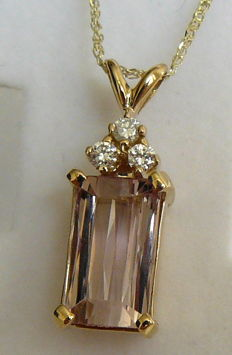 3.90 ct. Pendant with chain and tourmaline and diamonds - no reserve price -