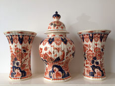 Porceleyne bottle - large 3-piece Imari Mantelpiece set (pijnacker)