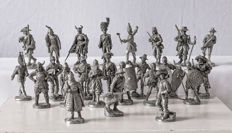 Collection of 24 Franklin Mint world tin soldiers