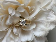Old gold ring with pure white sapphire