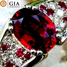 Ruby Ring Diamond And 18 kt gold UNHEATED Natural Vivid Red Ruby Gemstone 1.42 ct  – GIA Certified – No Reserve