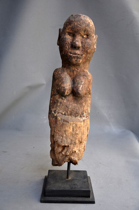 Old protection pole statue in hardwood - FON - Benin