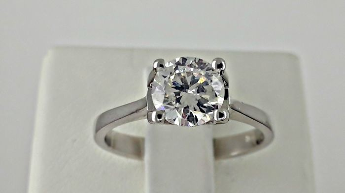 AIG 1.11 ct  round diamond engagement solitaire ring in 18 kt gold - size 7
