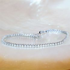 Tennis Bracelet set with 78 diamonds for a total of 1.02 ct - Length 18 cm