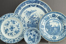 Collection of plates and tray, diameter 11.7 cm - 31.6 cm - China - first and second half 18th century, Kangxi period (1662-1722) and Qianlong period (1735-1796)