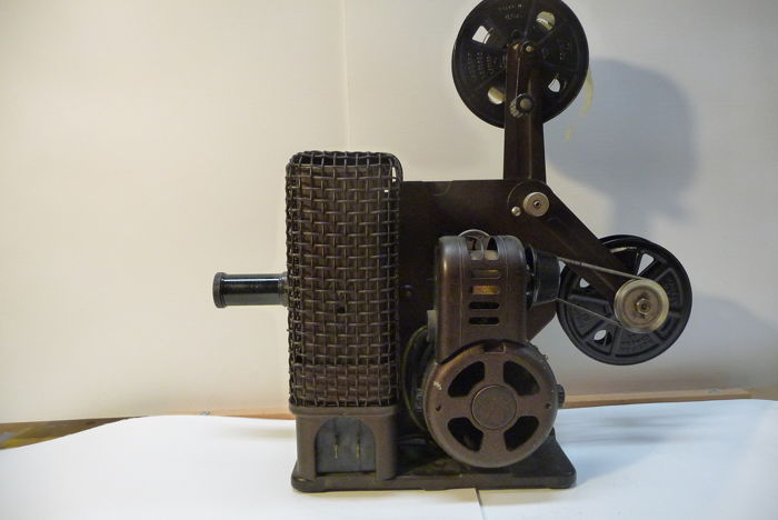 Film projector-Kodascope model C -18mm f - 1924
