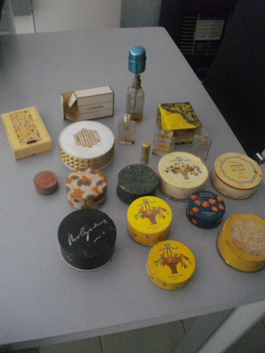 Lot of old luxury cosmetic items from the 1920s - France