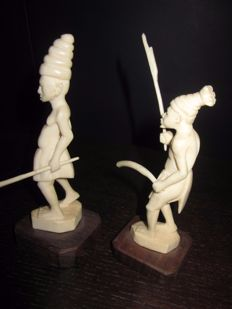2 antique ivory warriors - D.R. Congo