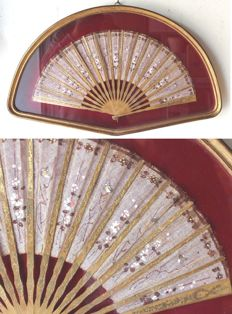 """""""White flowers"""" hand-fan, France, late 19th century"""