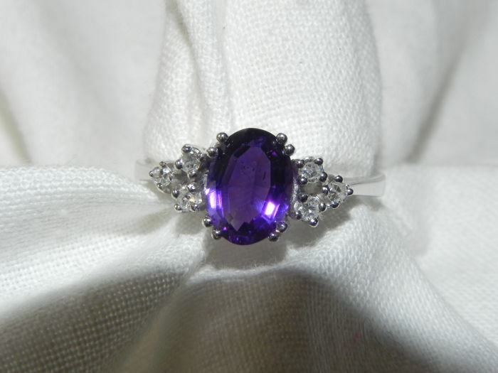 Amethyst cocktail ring 14 kt gold 0.12 ct diamonds - 17.3 mm