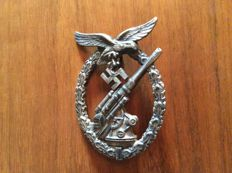 Badge decoration assault gun of the Luftwaffe Prod.Junker + certificate of authenticity from 10/12/2015