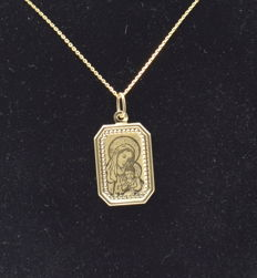 14 carat yellow    gold chain with Madonna pendant   - 45 cm
