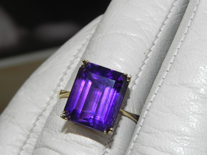 XXL Amethyst  cocktail  ring 14 KT - 585 gold - never worn