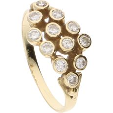 14 kt – Yellow gold ring set with 12 brilliant cut diamonds, approx. 0.36 ct in total – Ring size: 17 mm