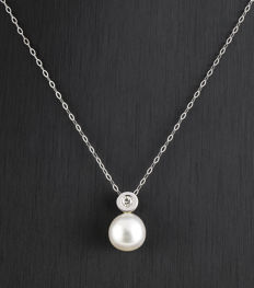 18 kt gold – Choker with pendant – Diamond 0.12 ct – Pearl – Pendant height:  15.70 mm (approx.)