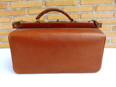 Medical bag in leather with its cover