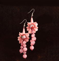 Enamel Pink shell carving earrings, approx 17 g