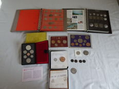 World – batch with various coins and coin sets, 107 coins in two albums and some separate – 1745-1996 – seven silver coins