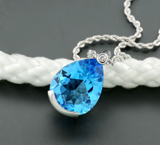 Necklace with blue topaz and brilliant totalling 17.83 ct, luminous blue topaz, 750 white gold